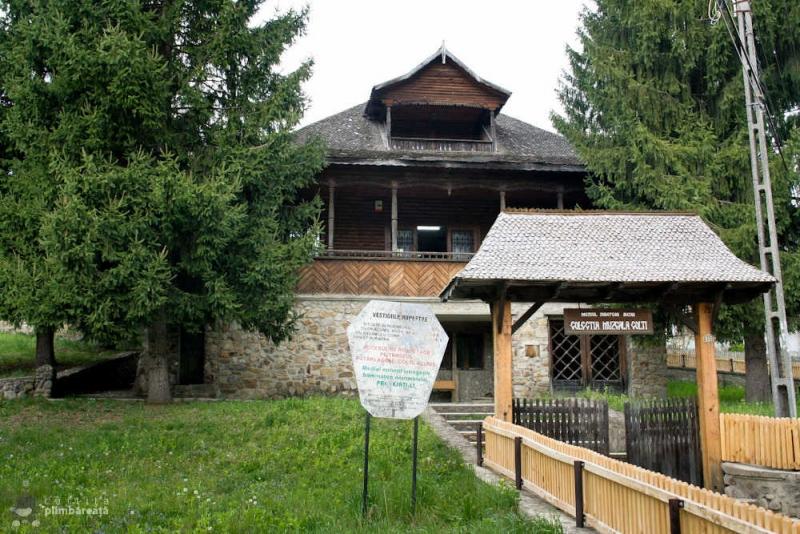 Muzeul-Chihlimbarului-Colti-judetul-Buzau_2.jpg