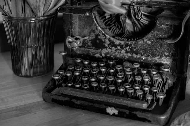 typewriter-669353_640